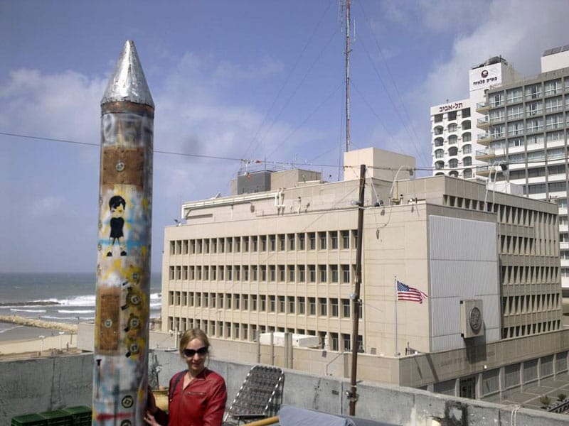 """הטיל """"נמרוד""""  של גיא ברילר מול שגרירות ארה""""ב"""