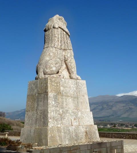 אברהם מלניקוב - אנדרטת האריה בתל-חי