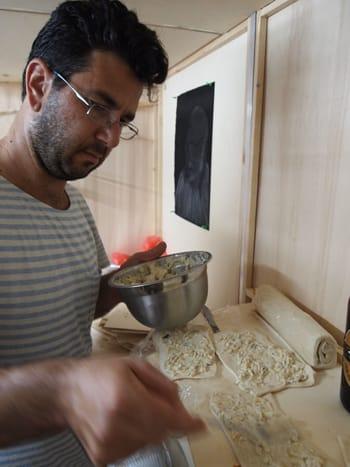 שי לי עוזיאל מכין בורקס - 'אוהבים אמנות - אוכלים בורקס', מעבורת חלל