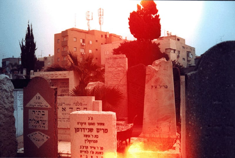 אלונה רודה. בית קברות