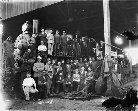 צבי פייגין (1884-1962) - עובדי הרכבת בחיפה, שנות ה-20 (משוער). מאוסף הארכיון הציוני בירושלים. תודה לגיא רז על איתור התצלומים