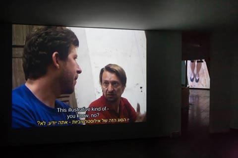רותי סלע - מראה הצבת התערוכה במוזיאון בת ים. צילום: לנה גומון