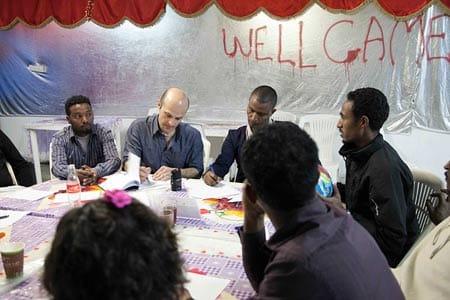 קבוצת החשיבה גאנה בדרום ת״א (מתוך התערוכה ״המסתננים״)