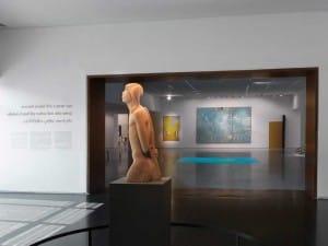 הכניסה לתצוגת הקבע של אמנות ישראלית במוזיאון ישראל. צילום: אלי פוזנר