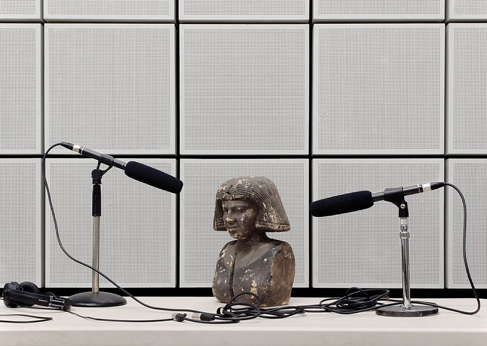 "Patrick Hough, ""Object Interview"", 2014, Archival pigment print מתוך ""מאובני סאונד"", תערוכה קבוצתית בגלריה בנימין, תל-אביב"