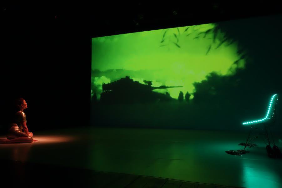 עדילי ליברמן במופע של אייל וייזר ״מה שלום החיה?״. צילום: רמי מימון