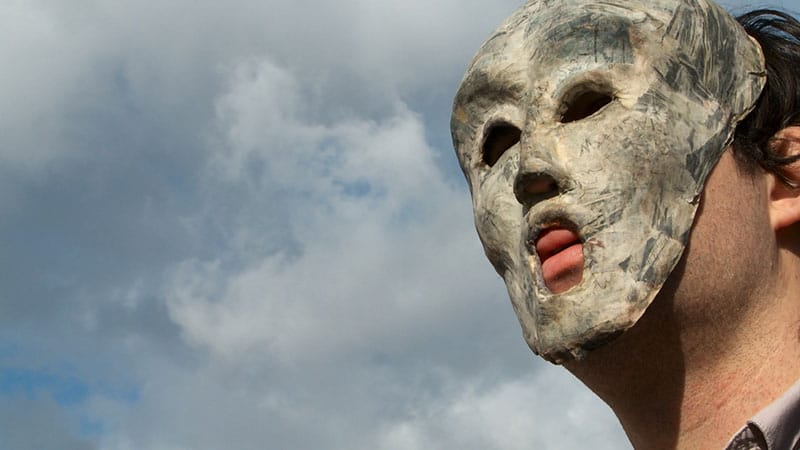 לואיג׳י קופולה, על מטמורפוזה חברתית, דימוי סטילס מתוך וידיאו חד-ערוצי, 13 דקות, בלופ