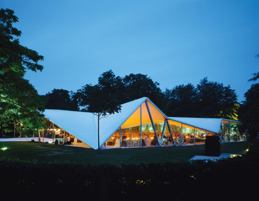 Serpentine Gallery Pavilion 2000 Designed by Zaha Hadid Photo: Hélène Binet