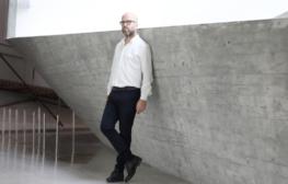דורון רבינא פורש מתפקידו כאוצר הראשי של מוזיאון ת״א לאמנות